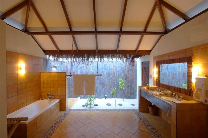 Deluxe Villa Bathroom.jpg